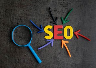 """سئو SEO چیست ؟ SEO مخفف """"Search Engine Optimization"""" و به معنی بهینه سازی موتور جستجو است. همچنین سئو یکی ار روش های دیجیتال مارکتینگ می با"""